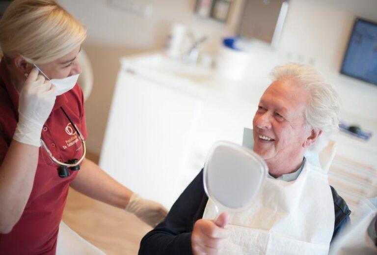 Bei zu tiefen Zahnfleischtaschen sollte Parodontosebehandlung durchgeführt werden