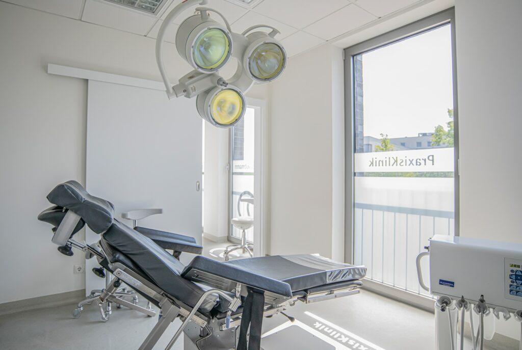 In der Zahnarztpraxis Dr. Schlotmann in Dorsten erhalten Sie eine persönliche Beratung zur Ihrer Weisheitszahn-OP